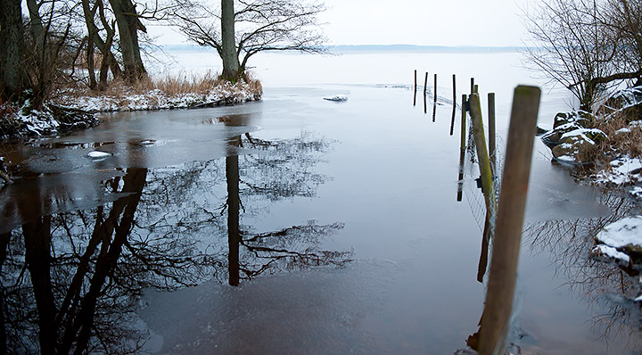 Kruddarebäckens halvfrusna utlopp i Östra Ringsjön