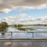 Vy över de översvämmade markerna kring provpunkt R34 i Rönne ås samordnade recipientkontrollprogram. Bilden tagen från Tranarpsbron, 20 september 2017. Foto: Birgitta Bengtsson