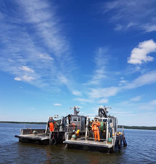 Besättningen plockar ihop och städar av båtarna inför sommaruppehållet. Foto: Jimmy Lindahl