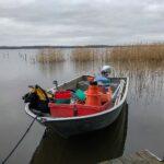 Hamnen hos Björks i Västra Ringsjön den 17 april. Båten är lastad och klar för provtagningsrundan i Ringsjöarna. Foto: Birgitta Bengtsson