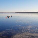 Janauri 2021, solen skiner över skridskospåren på Sätoftasjöns is. Foto: Richard Nilsson